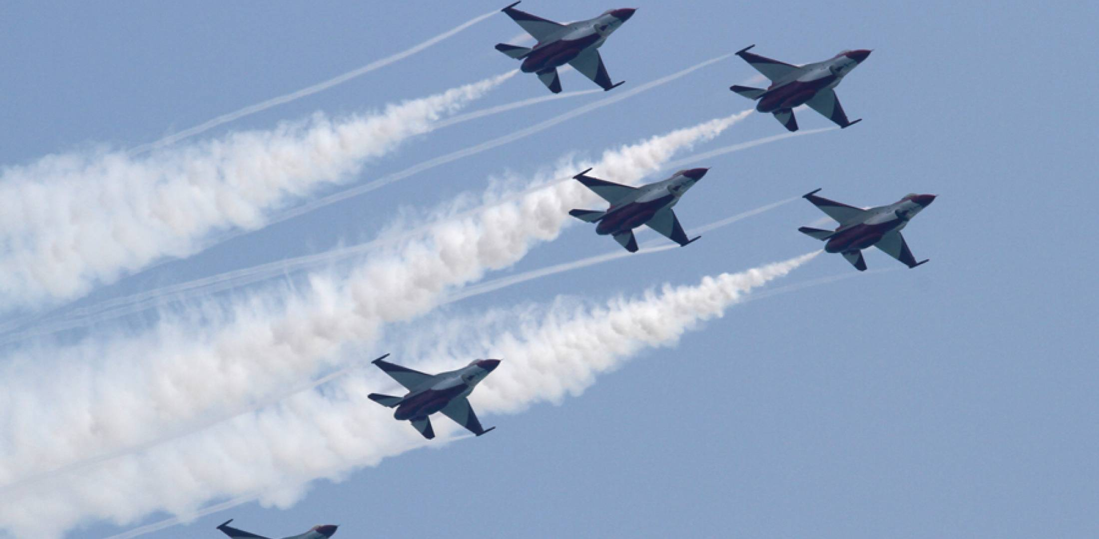 RSAF's Black Knights soar at 2014 Singapore Airshow