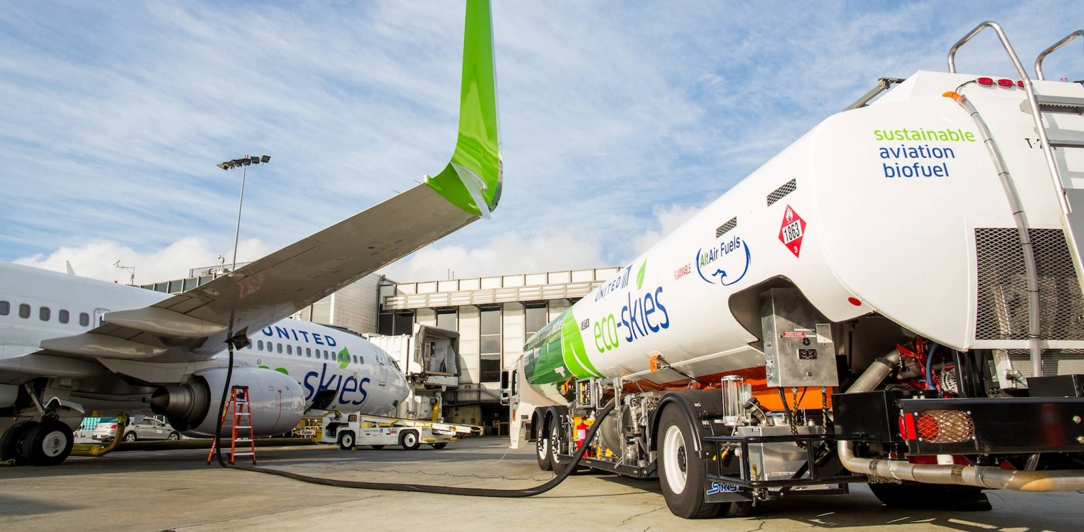 United Airlines biofuel delivery at LAX