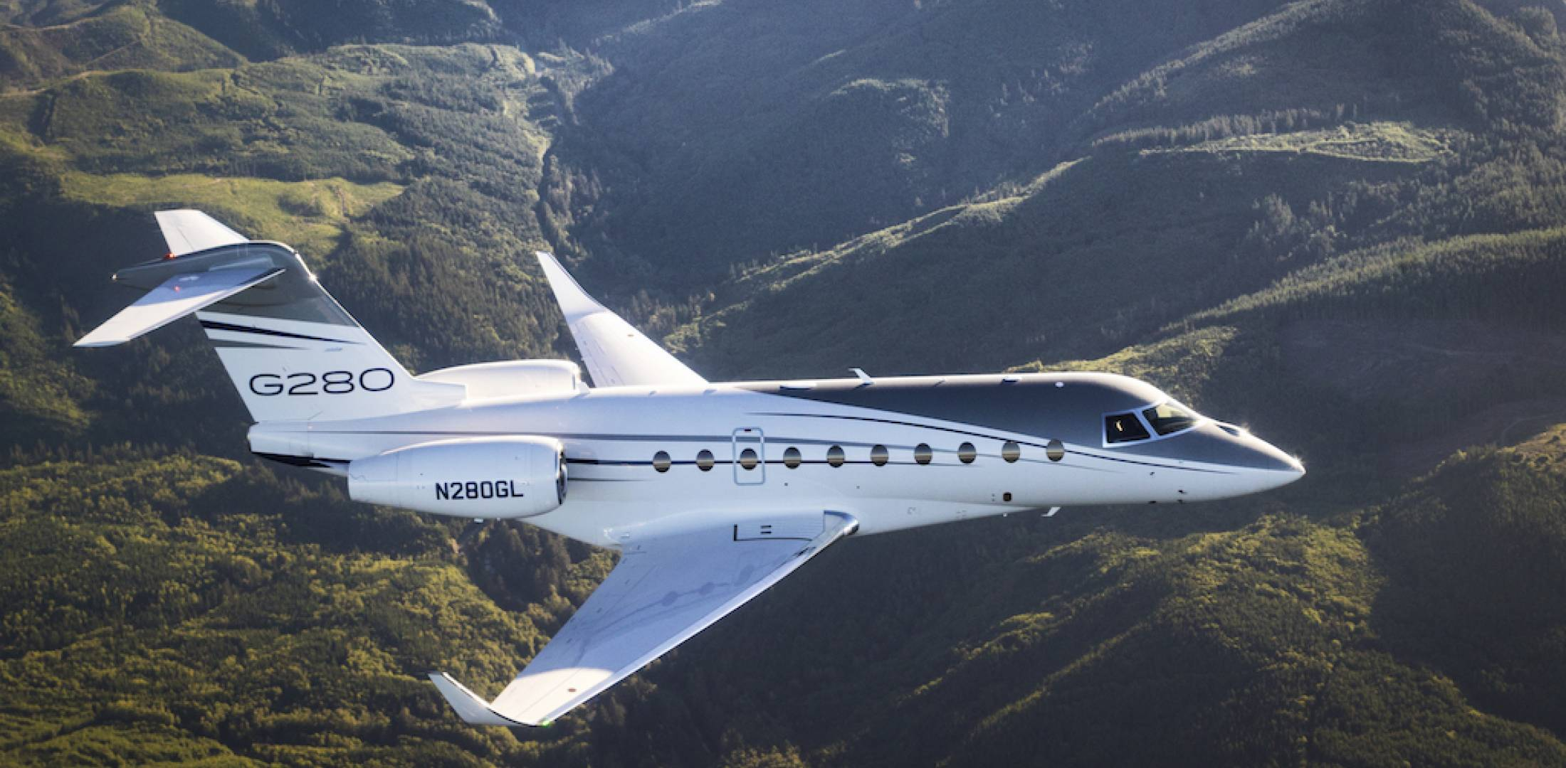 Gulfstream G280 flies to Van Nuys, California with SAJF