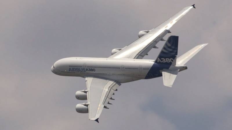 The Massive Airbus A380 Shows off Agile Flying at Paris Air Show 2015