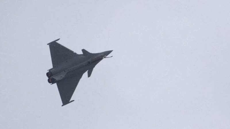 Dassault's Rafale Fighter Jet Rips Through the Skies of Singapore