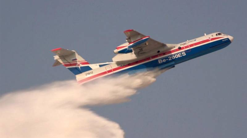 Russian Amphibious Beriev BE-200ES Drops Water in Dubai Airshow Flying Display