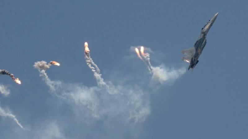 Sukhoi Su-30MKM Dances in the Sky over Singapore with Thrust Vectoring Maneuvers