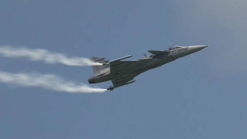 Royal Thai Air Force's Saab JAS-39 Gripen C Rips Through the Skies Over Singapore