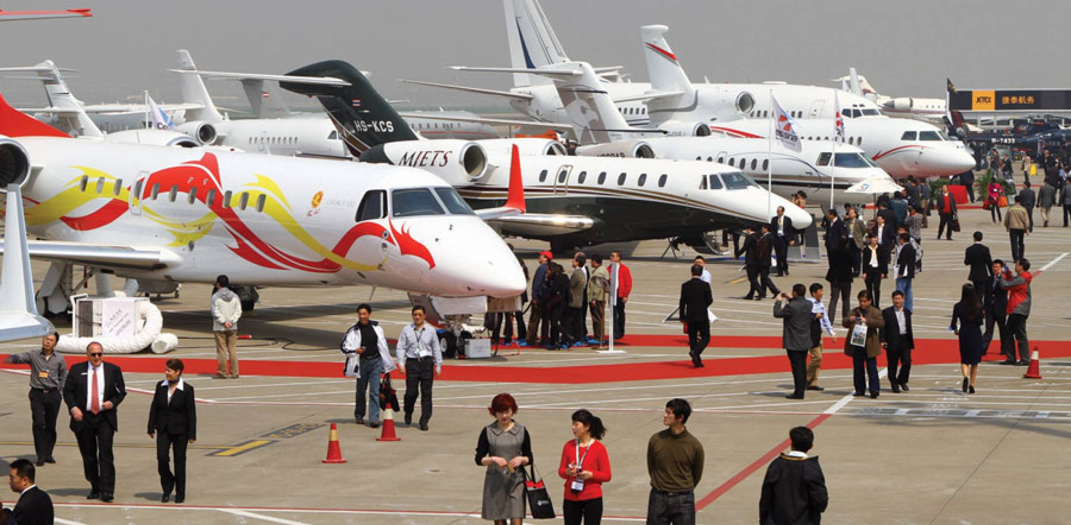 China s jet buyers go large business aviation news for Large cabin business jets