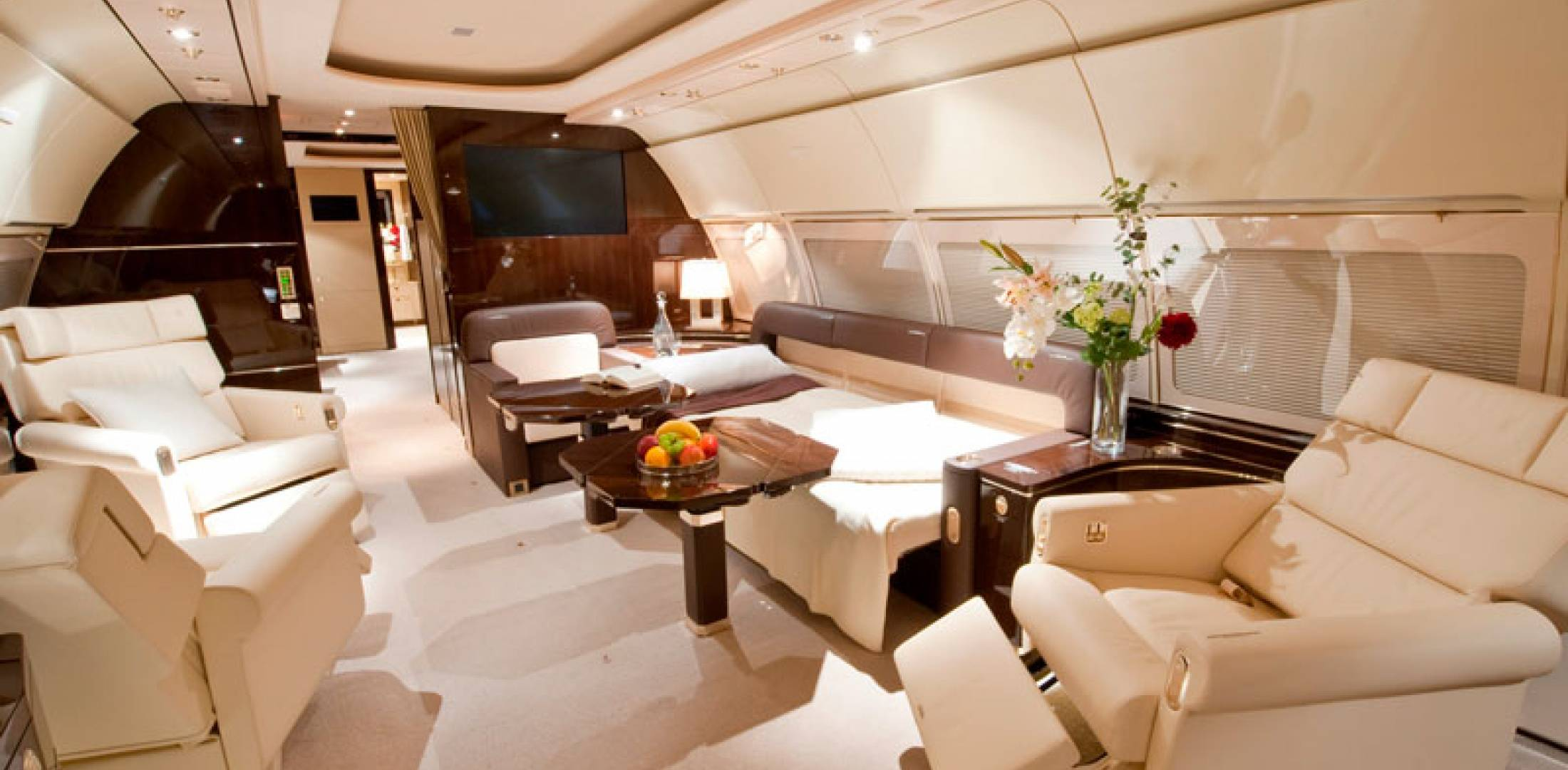 Private Jet With Bedroom Middle East Embraces Airbus Acj Models For Their Range And
