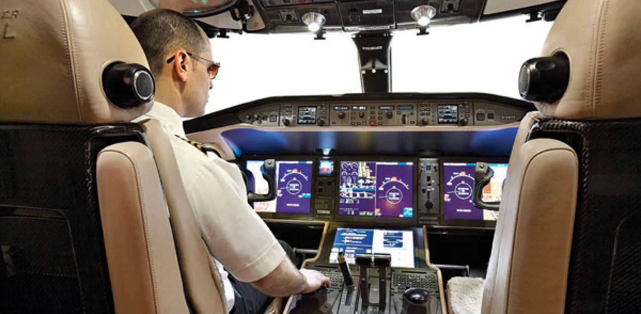 Flying the Vision Flight Deck in Bombardier\'s Global 6000 | Business ...