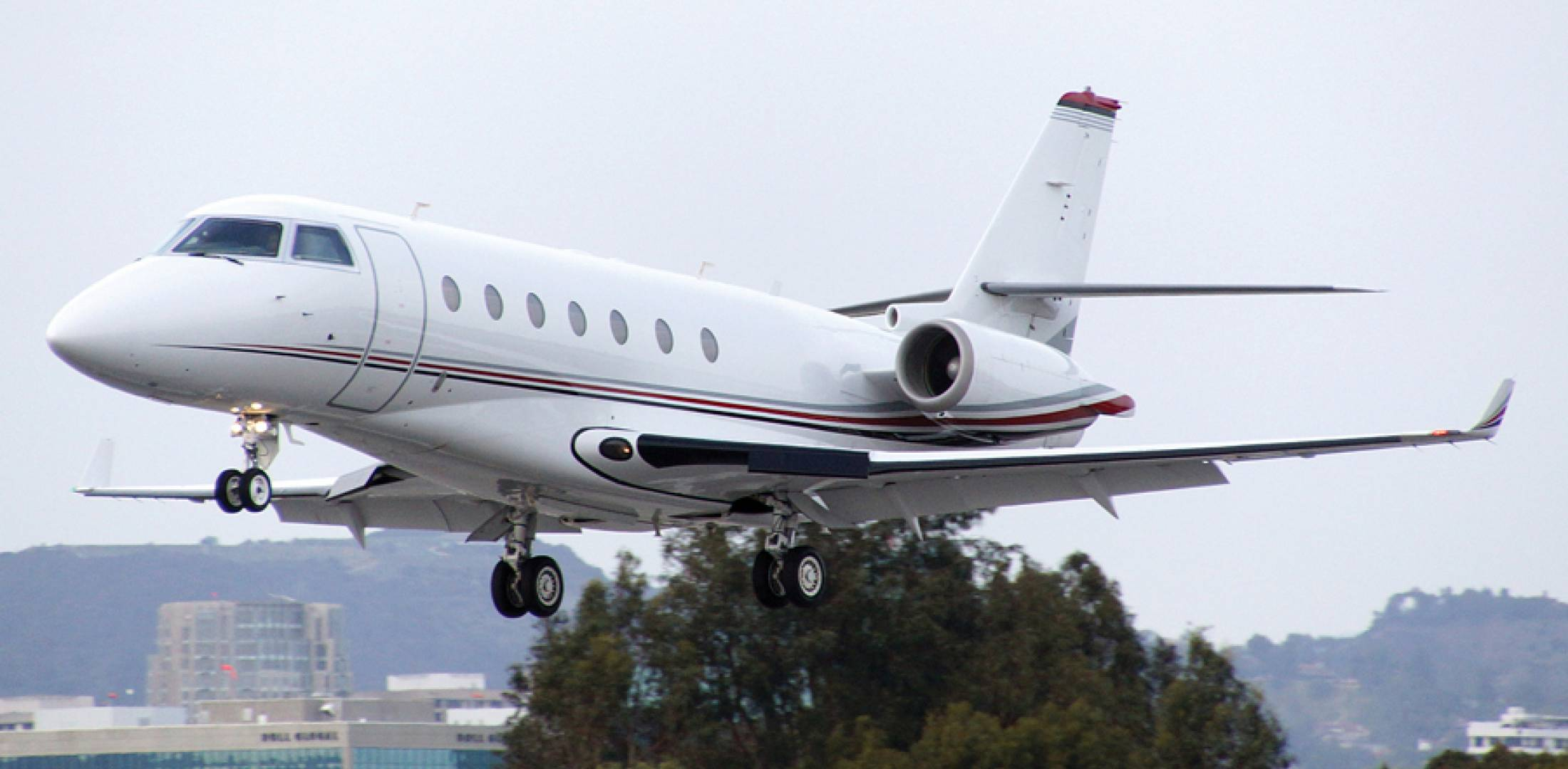 Santa Monica City Council Votes On Plan To Restrict Aviation At Smo