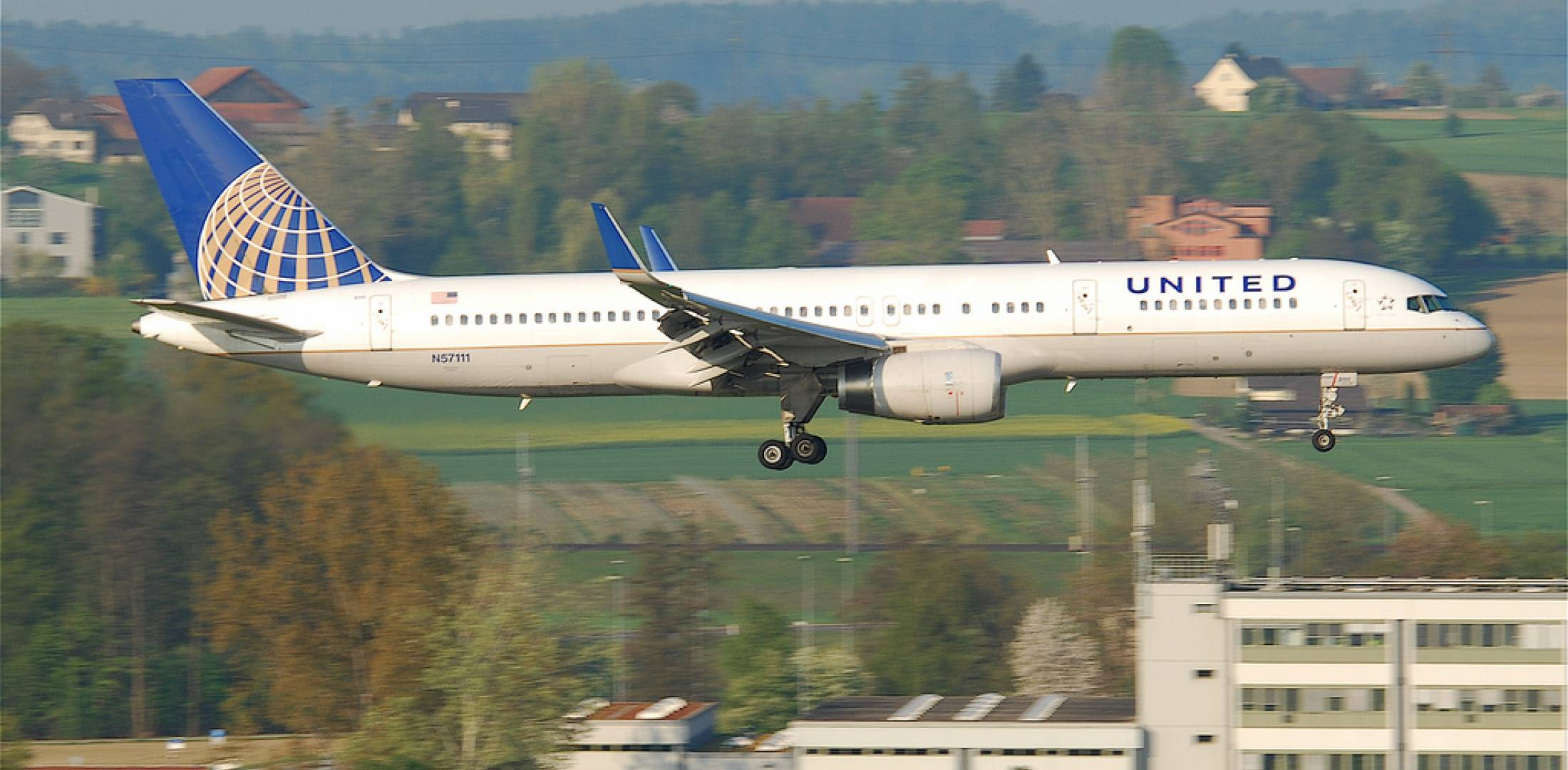 A United Airlines Boeing 757 approaches for landing at Zurich International  Airport. (Photo: Flickr: Creative Commons (BY-SA) by Aero Icarus)
