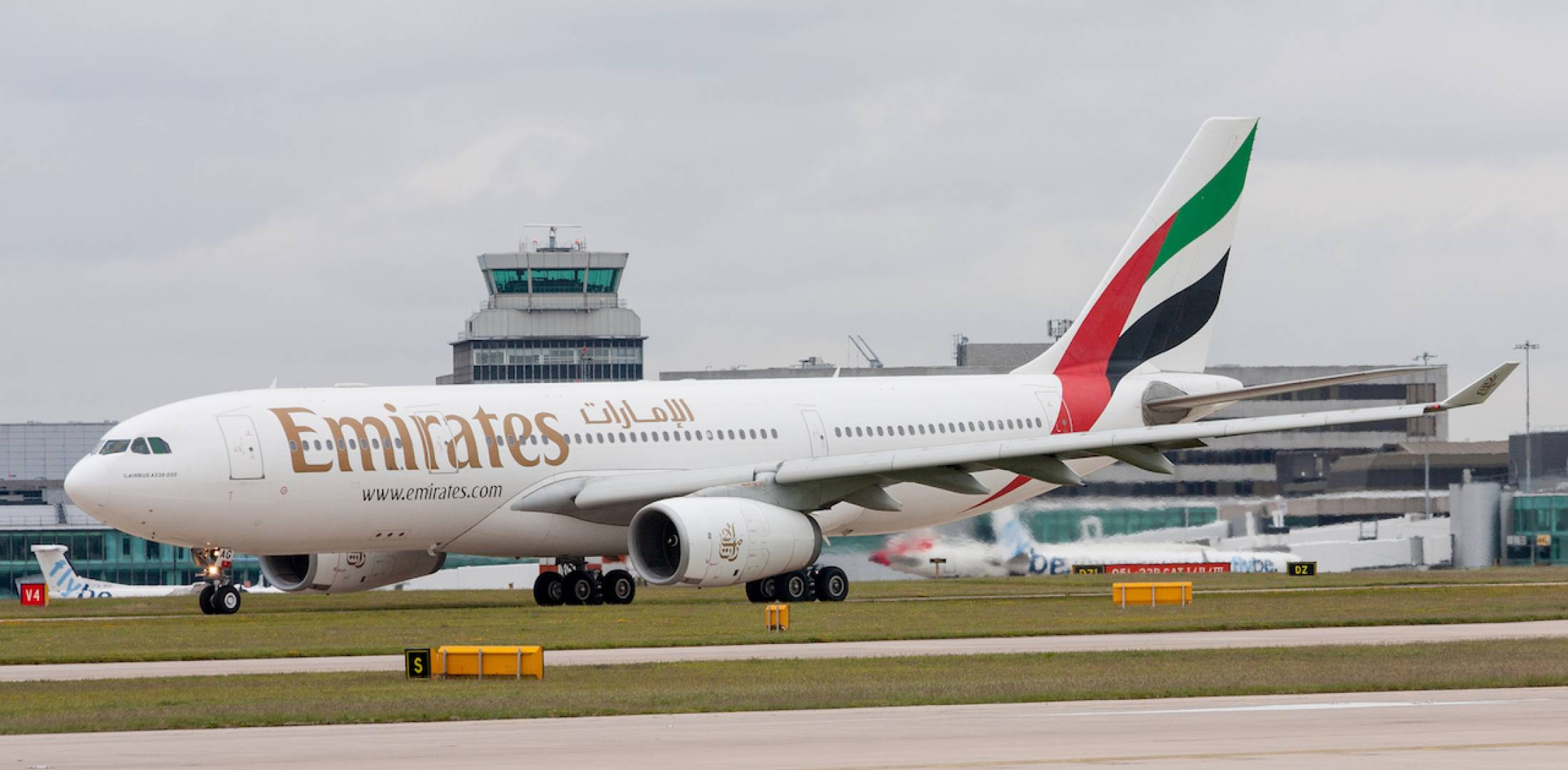 Emirates Sheds Last Airbus A330 And A340 Air Transport