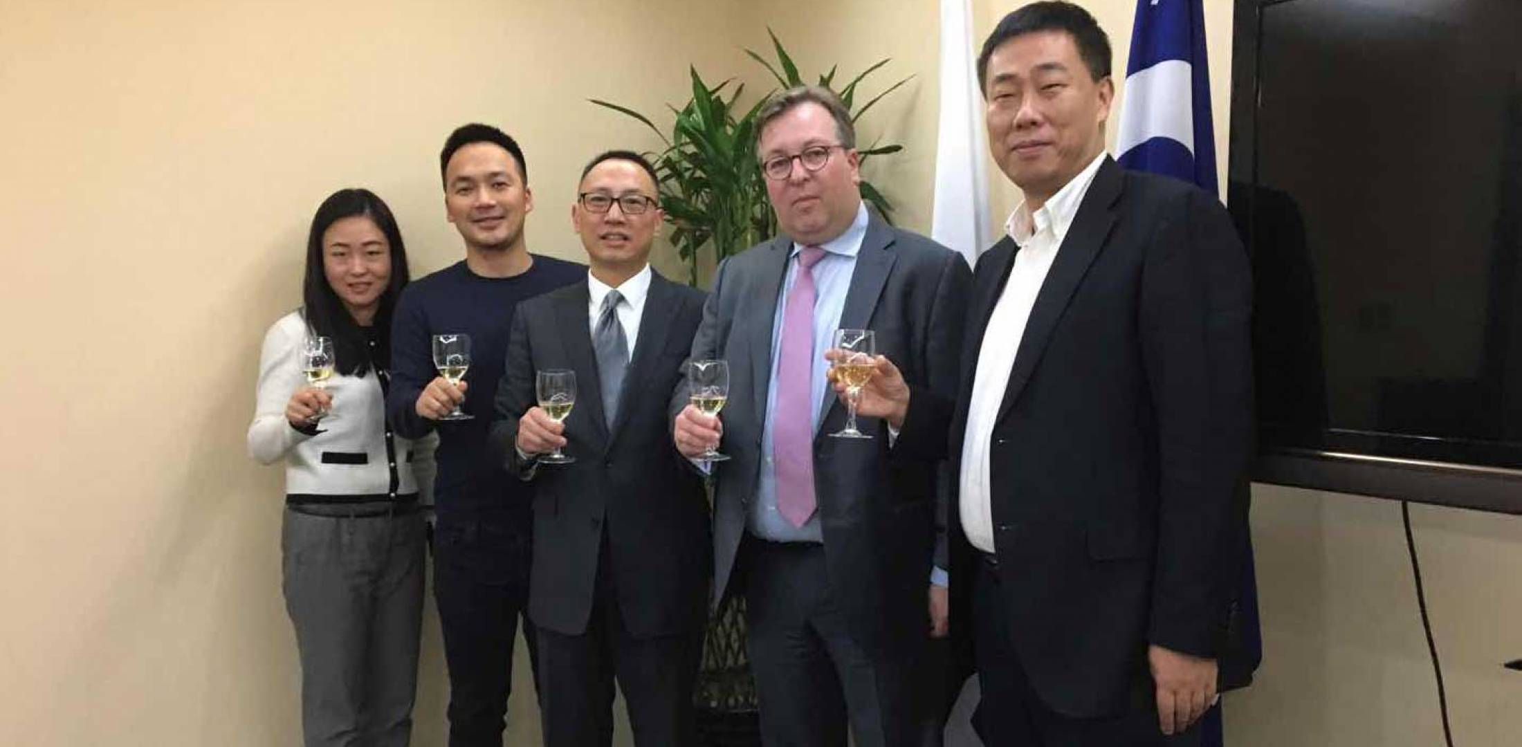 A toast celebrating Luxaviation's agreement with the Paragon FBO Network