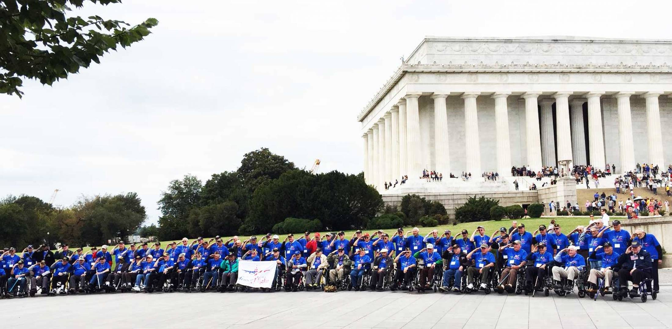 Group photo of veterans at Lincoln Memorial