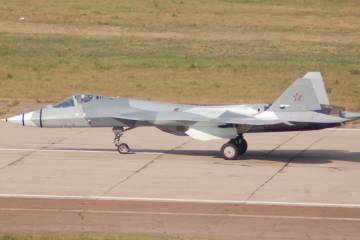 Sukhoi T-50 taxiing