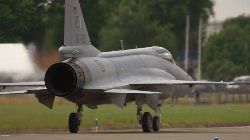 Budget Fighter PAC/Chengdu JF-17 Thunder Turns Heads at Paris Air Show 2015