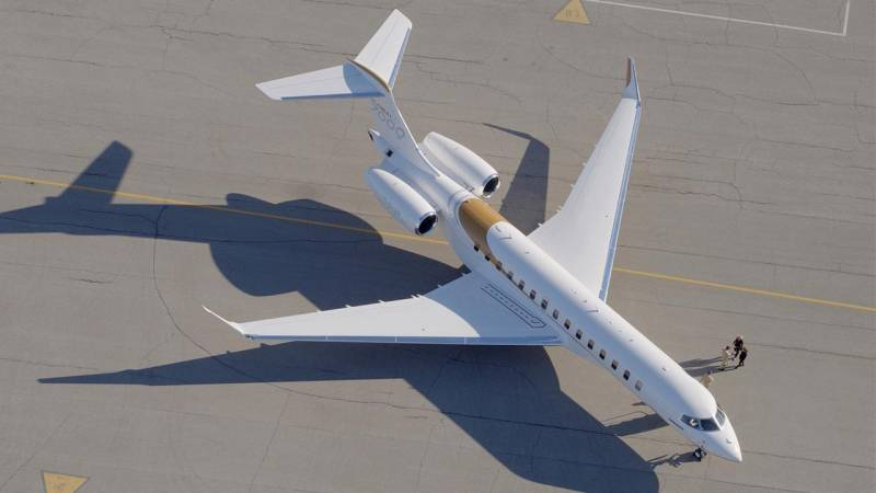 Bombardier's New Global 7000 Business Jet Debuts at NBAA 2017