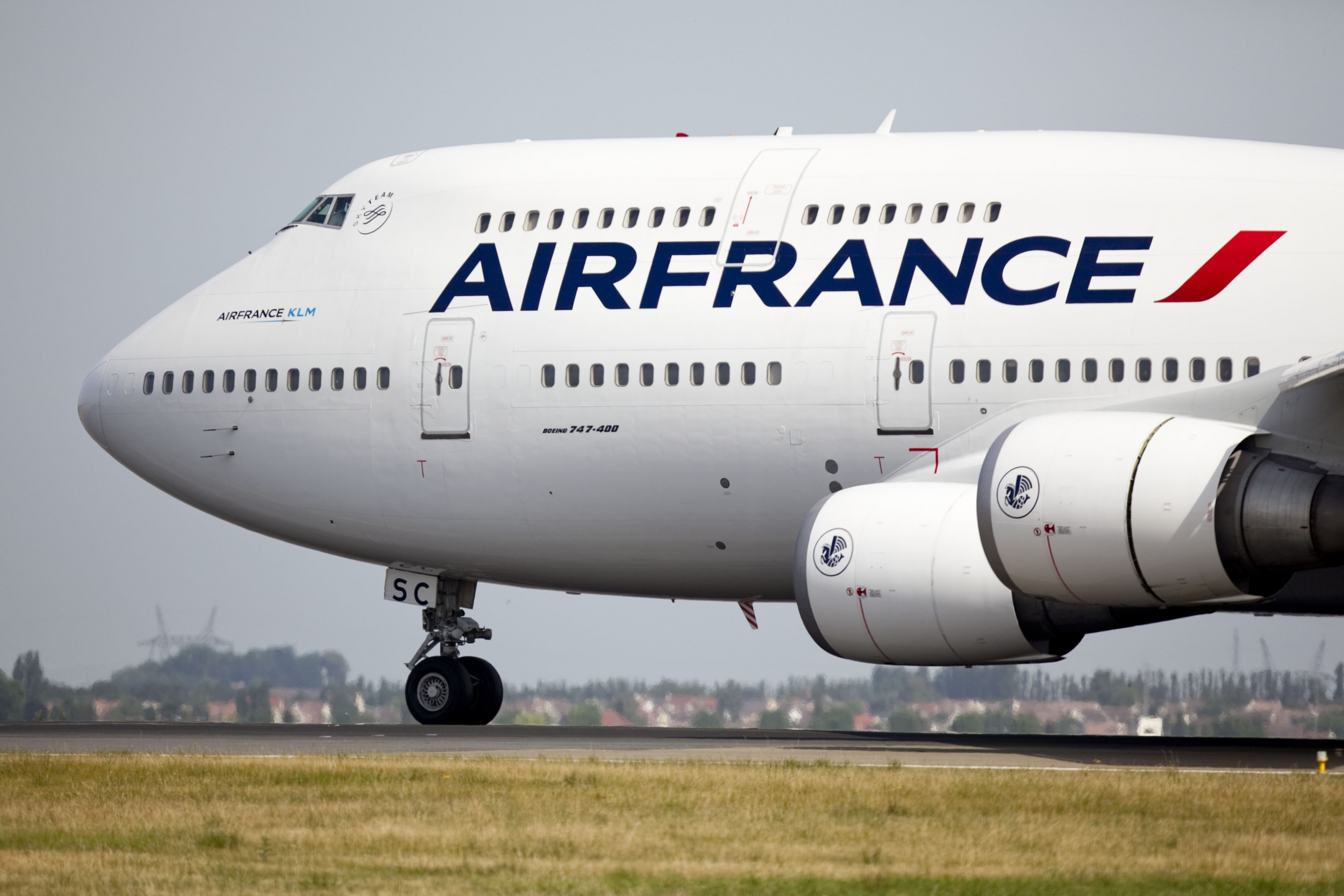 air france klm to speed cost cutting slash investments air