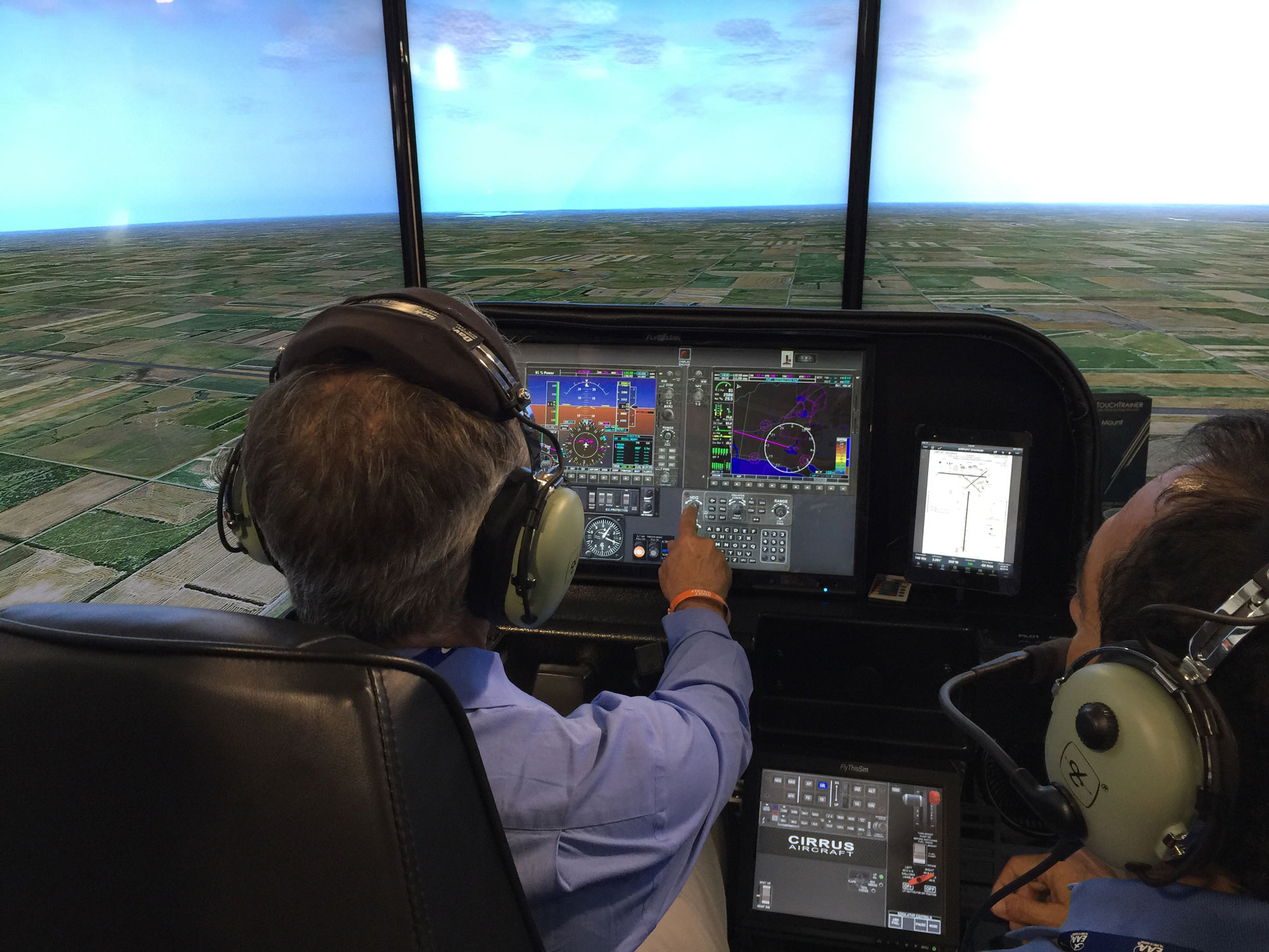 TouchTrainer FM 210 Flight Training Device Makes AirVenture Debut