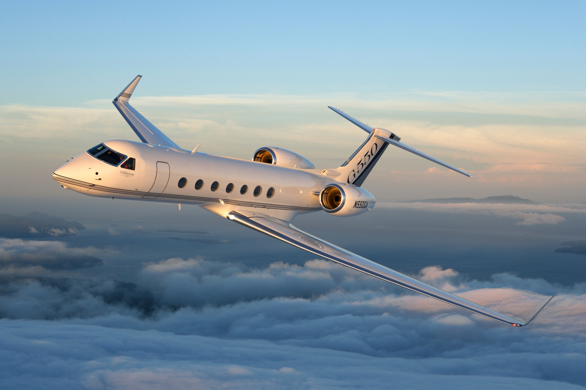 Argus north american bizav flying rises 3 9 in 1h17 for Large cabin business jets