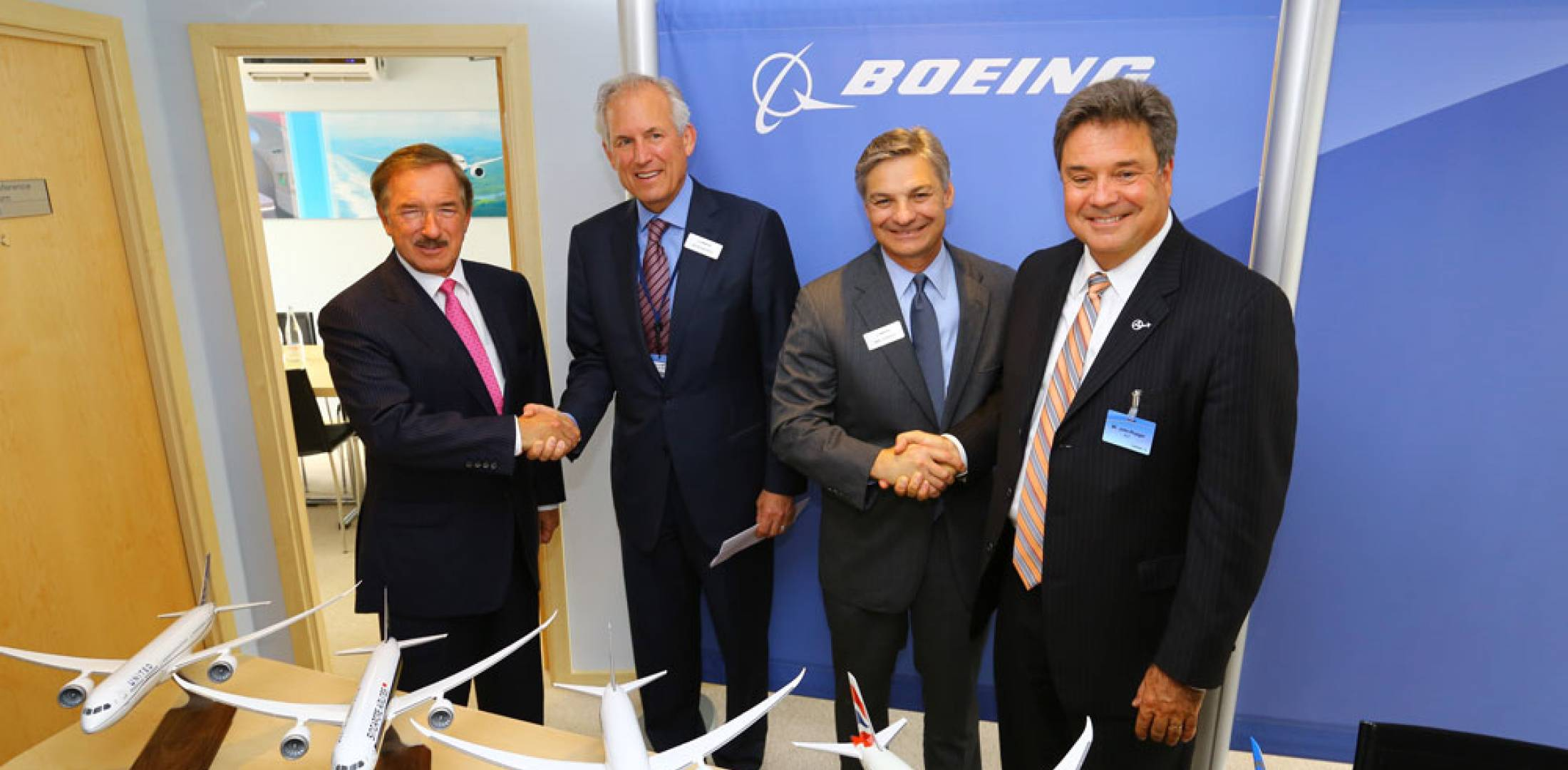 (l-r) Air Lease Corp. chairman and CEO Steven Udvar-Hazy, Boeing chairman and CEO Jim McNerney, Boeing Commercial Airplanes president and CEO Ray Conner and Air Lease COO John Plueger.