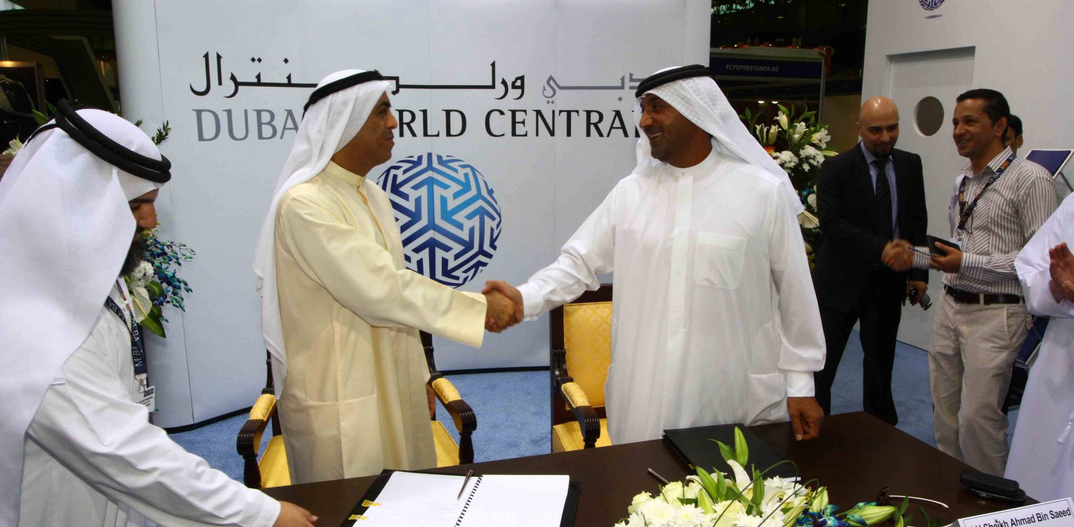 HH Sheikh Ahmed bin Saeed Al Maktoum (r.) and Omar Abdulla Al Futtaim sign an...