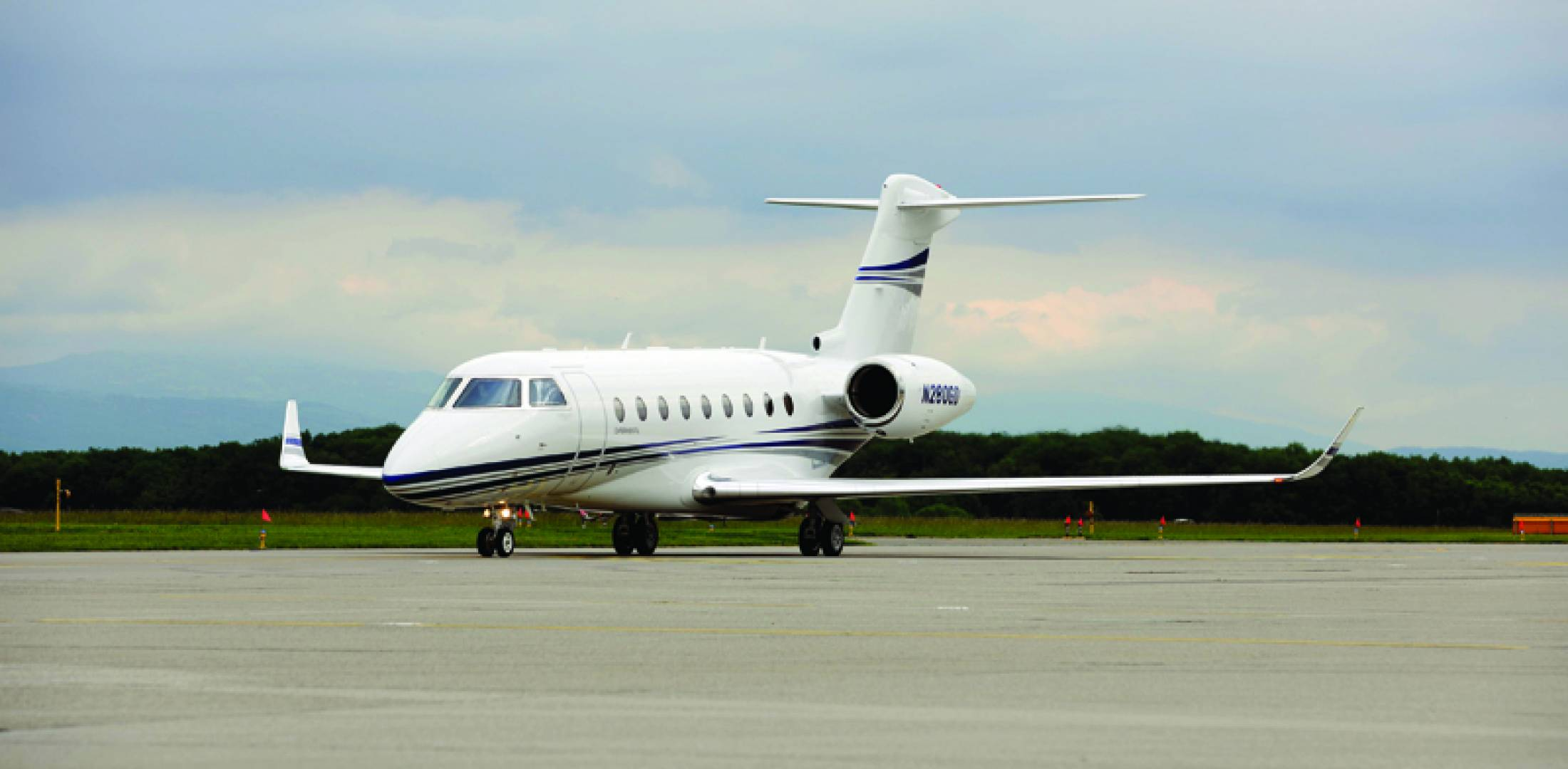 New gulfstream jets make international debuts business for Large cabin business jets