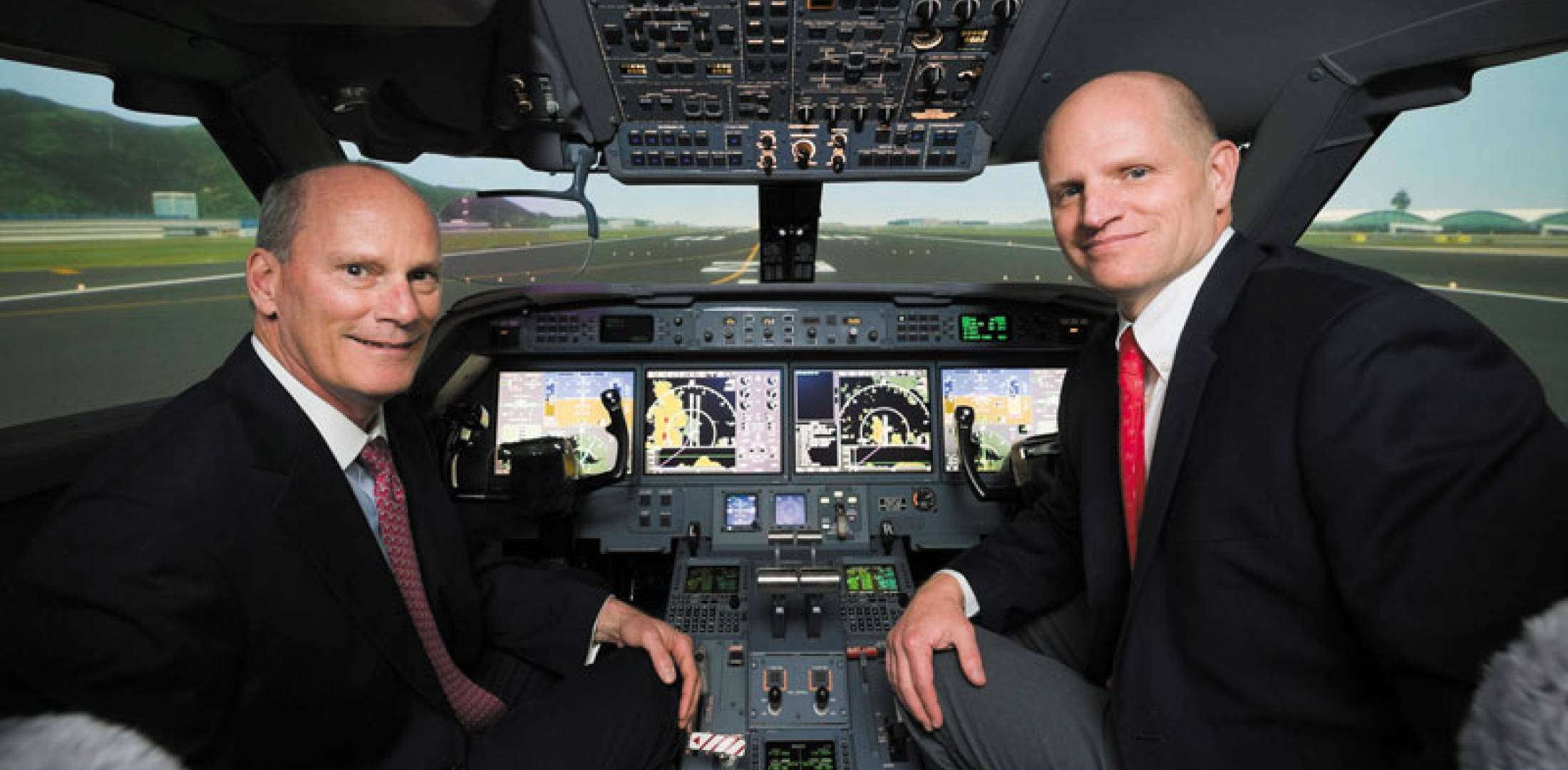 Gulfstream president Larry Flynn (left) and FlightSafety executive v-p Eric Hinson.
