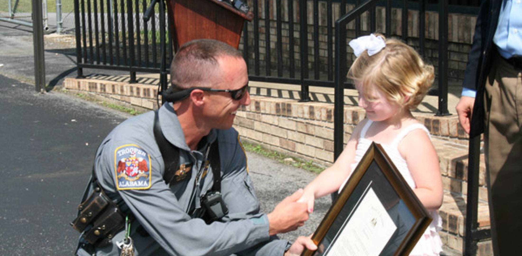 Pilot Lee Hamilton with the girl he rescued, Tori Hall. (Photo by Lisa Rogers/The Gadsen Times)
