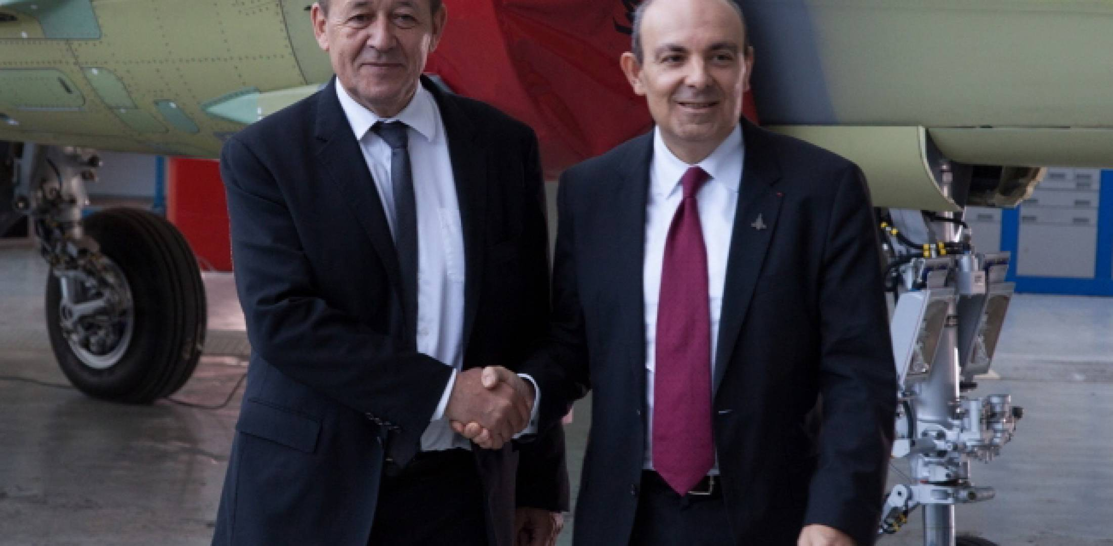 French defense minister Jean-Yves le Drian (left) visited the Rafale final assembly line in Bordeaux to seal the latest upgrade contract with Dassault chairman and CEO Eric Trappier. (Photo: Dassault Aviation)