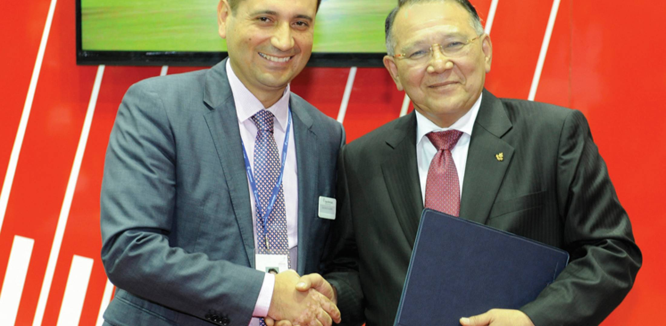 Vincenzo Alaimo, managing director for AgustaWestland in Malaysia, signed a deal for 11 AW139s with Westar CEO Y. Bhg. General Tan Sri Muhammad Ismail Jamaluddin.