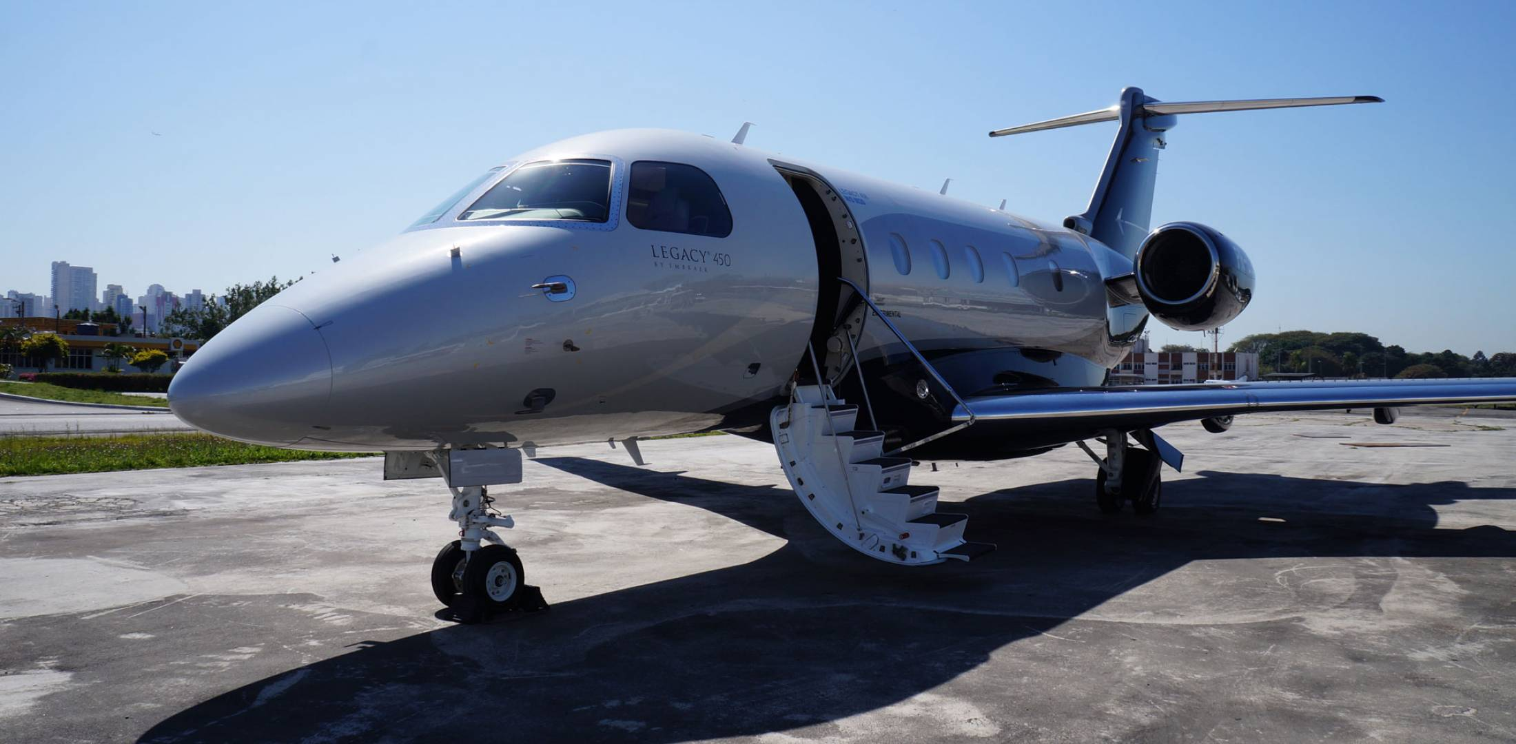 Analyst predicts more bizjet shipments lower values for Large cabin business jets
