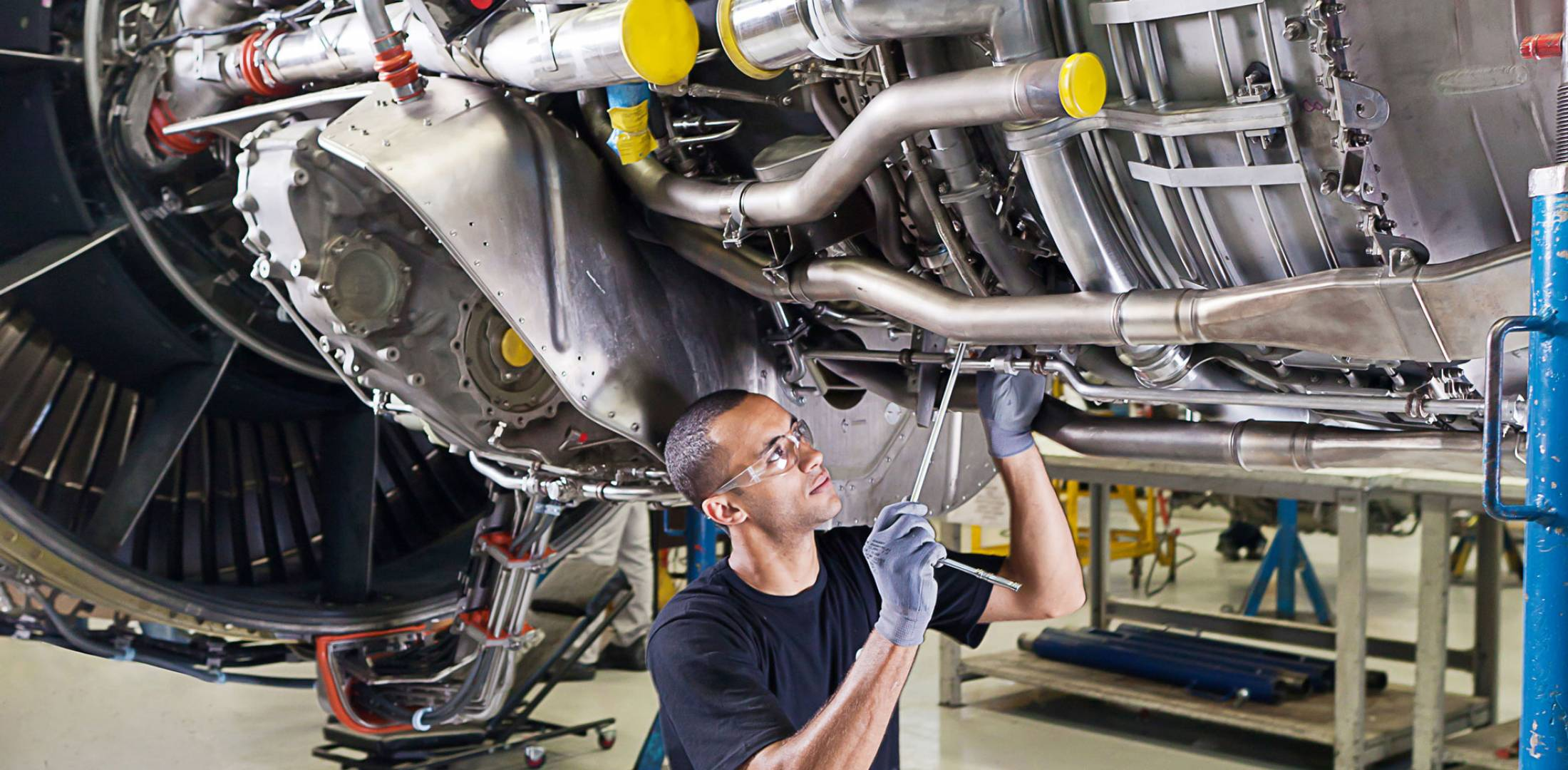 Ge Service Technician Longer More Complex Engine Lives Drive New Approach To Mro Air