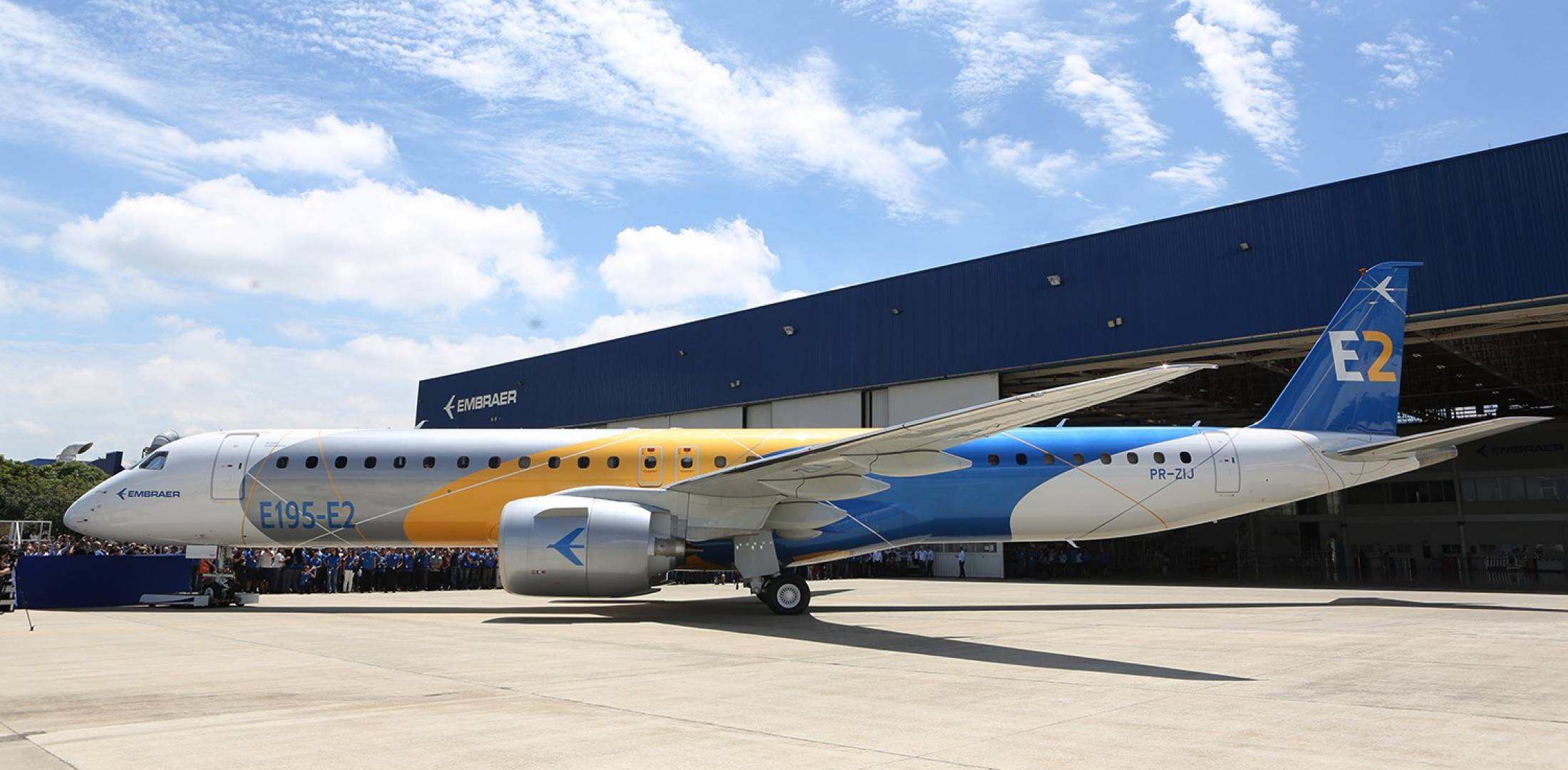 Embraer E195-E2 rolled out