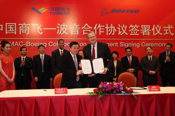 Comac president He Dongfeng (left) and former Boeing Commercial Airplanes president and CEO Jim Albaugh