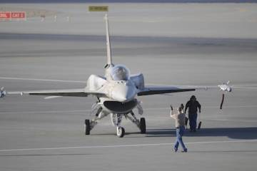 F-16 arrives at Dubai 2011
