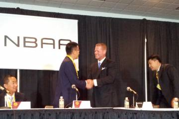Xie Xin, chairman, Deer Jet and Randall Reed, CEO Starbase, signed a strategic alliance for air charter at NBAA 2013.