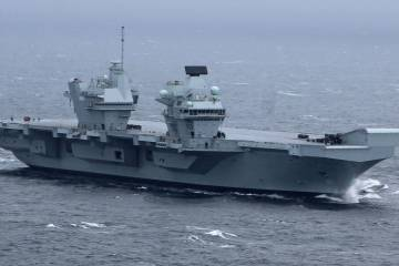 HMS Queen Elizabeth at se