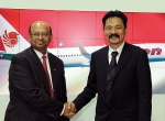 Dinesh Keskar (left) and Lion Air president Rusdi Kirana