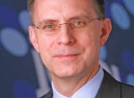 """JetBlue CEO Dave Barger advocates a """"contrarian"""" approach to running an airli..."""
