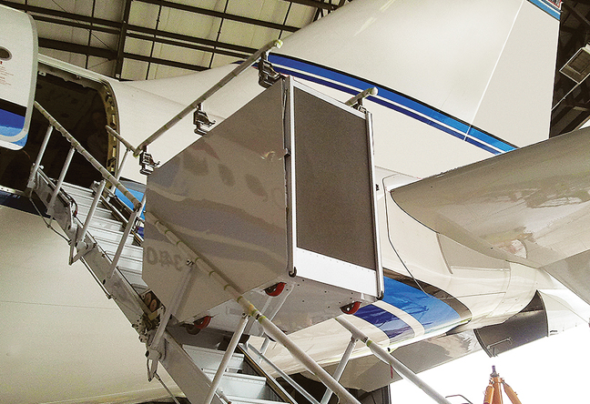 Air Door Lifts : Aerocon airstair door provides balance business