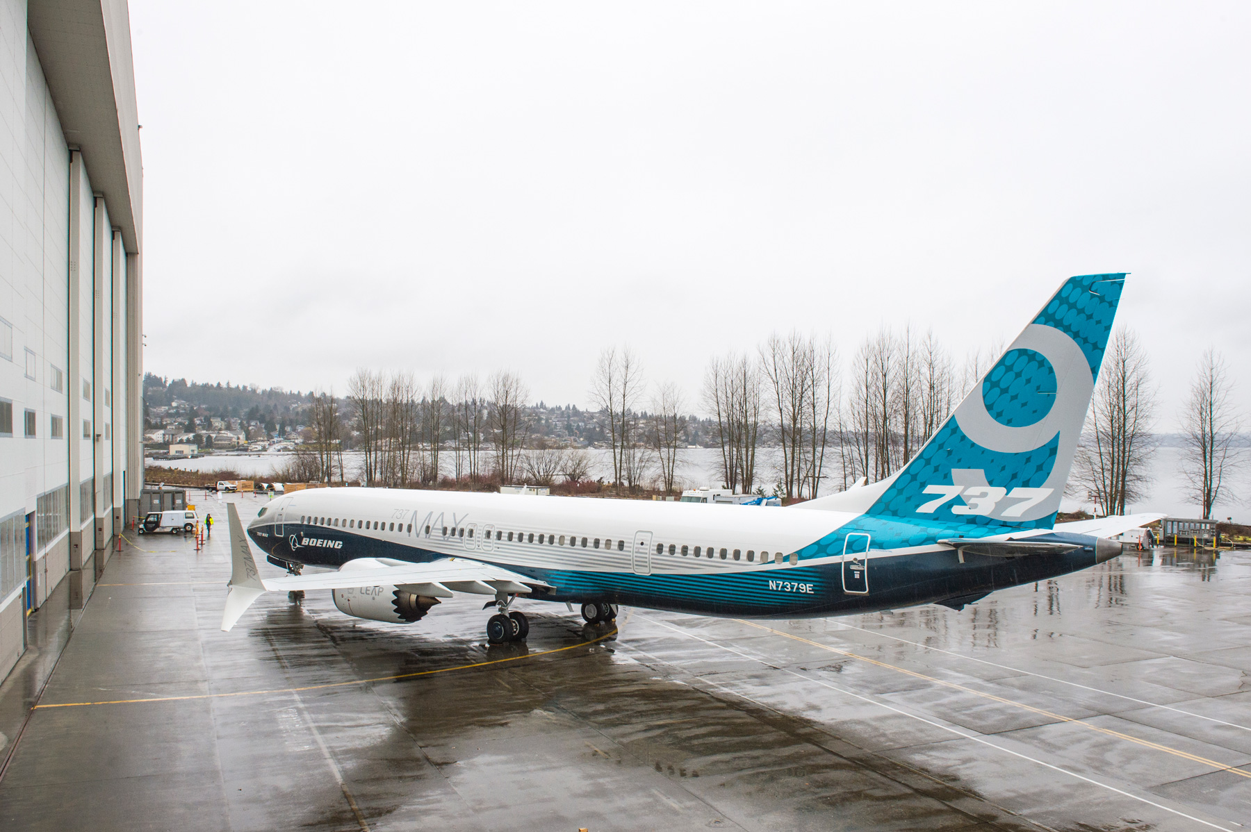 Boeing defends 737 Max 10 after lessors demur